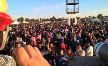 Miles de jóvenes se concentraron en el anfiteatro para celebrar la navidad