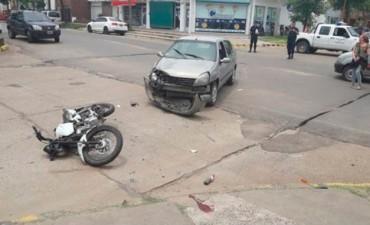 Dos motociclistas sufrieron graves lesiones en accidente en pleno centro