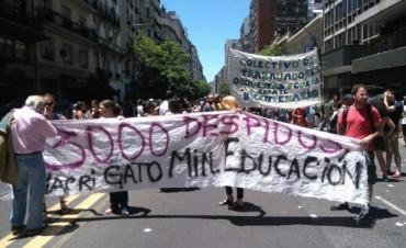 Trabajadores protestan en sede de Educación en repudio a más de 400 despidos