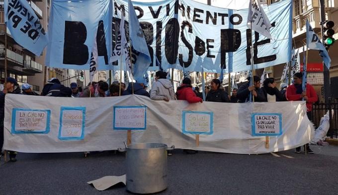 Organizaciones sociales paralizan el centro con ollas populares