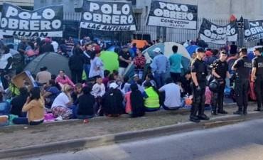 Piqueteros instalaron carpas en plena avenida 9 de Julio