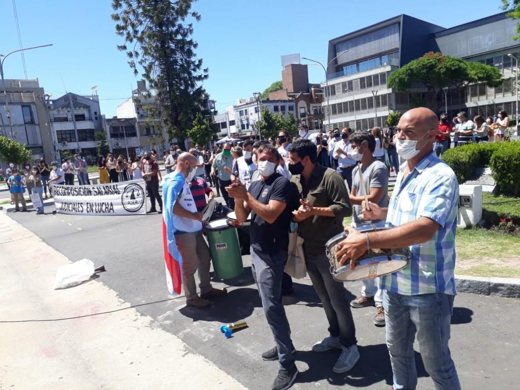 Judiciales cumplen su tercera jornada de protesta por recomposición salarial