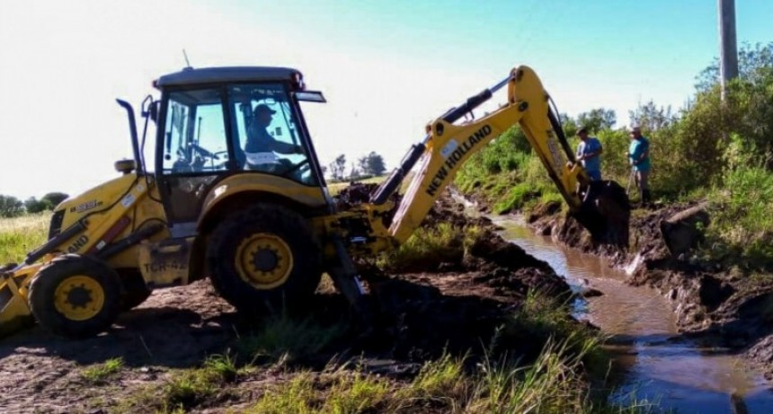 Recuperan caminos productivos de los departamentos Villaguay y Federal